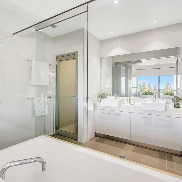 Coffs Harbour Luxury Accommodation, Sapphire Retreat - soak in the bath in your ensuite