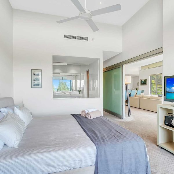 Coffs Harbour Luxury Accommodation, Sapphire Retreat - enjoy the sea views from the master bedroom
