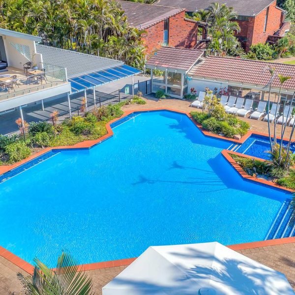 Sapphire Retreat - access to the resort swimming pool and spa